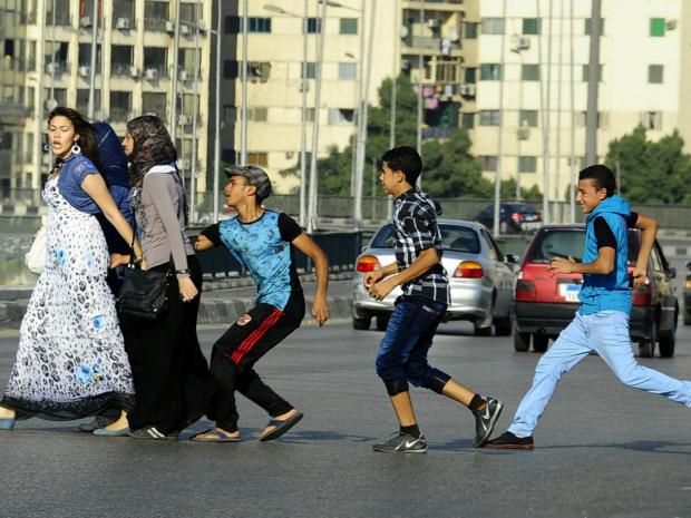 Muslimische Männer beim Ausleben ihrer primitiven Triebe (Ägypten)